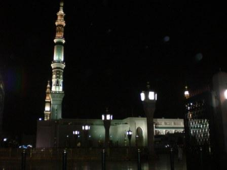 Mesjid_nabawi_at_night